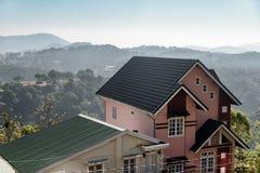Sceniczny dom wśród sosnowych drewien w Dalat Da Lat, Wietnam zdjęcia royalty free