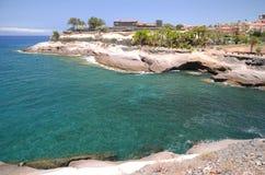 Sceniczny nabrzeżny krajobraz powulkaniczne skały w Costa Adeje na Tenerife Obraz Stock