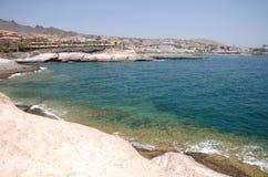 Sceniczny nabrzeżny krajobraz powulkaniczne skały w Costa Adeje na Tenerife Fotografia Stock