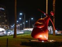 Sceniczny noc widok amorek statua ma kierowego kształt lokalizować w Miraflores okręgu Lima obrazy stock
