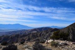 Sceniczny pasmo górskie widok od Joshua drzewa parka narodowego pustyni Zdjęcia Royalty Free