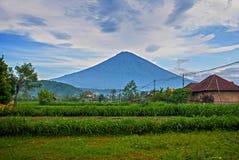 Sceniczny widok Amed zatoka w Bali z wulkan górą Agung w tle Obrazy Royalty Free