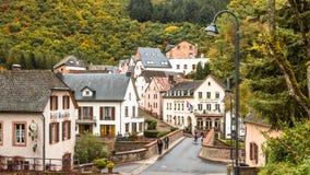Sceniczny widok Esch sura pewny miasteczko w Luksemburg w sezonie jesiennym zdjęcia royalty free