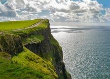 Sceniczny widok falezy Moher, jeden popularne atrakcje turystyczne w Irlandia, okręg administracyjny Clare zdjęcia royalty free