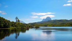 Sceniczny widok góry przy Szkockimi średniogórzami i jezioro, Szkocja, Zjednoczone Królestwo zdjęcie royalty free