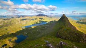 Sceniczny widok góry przy Szkockimi średniogórzami i jezioro, Szkocja, Zjednoczone Królestwo zdjęcie stock