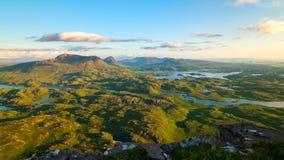 Sceniczny widok góry przy Szkockimi średniogórzami i jezioro, Szkocja, Zjednoczone Królestwo fotografia royalty free