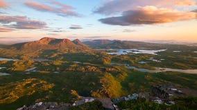 Sceniczny widok góry przy Szkockimi średniogórzami i jezioro, Szkocja, Zjednoczone Królestwo obraz stock