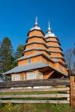 Sceniczny widok Greckiego katolika drewniany kościół St Dmytro, UNESCO, Matkiv, Ukraina zdjęcia stock