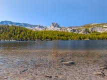 Sceniczny widok halny jezioro w Kalifornia fotografia royalty free
