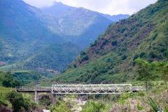 Sceniczny widok most i góry w Sapa Wietnam Fotografia Stock