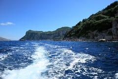 Sceniczny widok na skalistej linii brzegowej, Capri wyspa (Włochy) zdjęcie royalty free