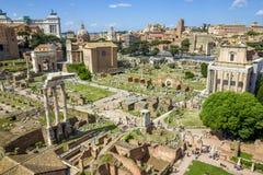 Sceniczny widok nad ruinami Romański forum w Rzym Obraz Royalty Free