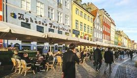 Sceniczny widok Nyhavn molo z barwionymi budynkami obrazy stock