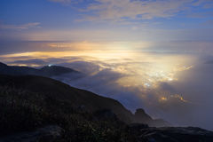 Sceniczny widok od Lantau szczytu w Hong Kong przy zmrokiem Obrazy Stock