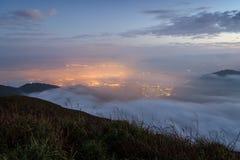 Sceniczny widok od Lantau szczytu w Hong Kong przy zmrokiem Fotografia Stock