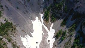 Sceniczny widok piękny krajobraz w Alps, malownicza natura Włochy, Tarvisio Powietrzny trute? panoramy widok zdjęcie wideo