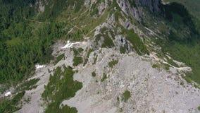 Sceniczny widok piękny krajobraz w Alps, malownicza natura Włochy, Tarvisio Powietrzny trute? panoramy widok zbiory