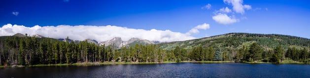 Sceniczny widok skalistej góry park narodowy, sprague jezioro Fotografia Royalty Free