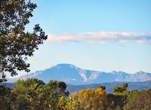 Sceniczny widok szczupaki Osiąga szczyt na jesień ranku zdjęcia royalty free