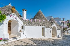 Sceniczny widok w Alberobello sławna Trulli wioska w Apulia, południowy Włochy Zdjęcia Royalty Free