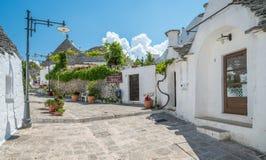Sceniczny widok w Alberobello sławna Trulli wioska w Apulia, południowy Włochy Fotografia Stock