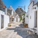Sceniczny widok w Alberobello sławna Trulli wioska w Apulia, południowy Włochy Obraz Stock