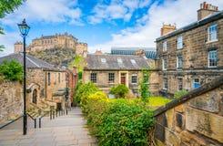Sceniczny widok w Edynburg starym miasteczku, Szkocja zdjęcia stock