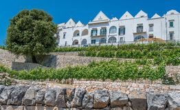 Sceniczny widok w Locorotondo, Bari prowincja, Apulia, południowy Włochy fotografia stock
