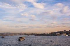 Sceniczny widok z chmurami na zmierzchu niebie nad Bosporus Obrazy Royalty Free