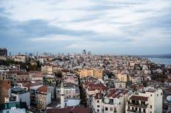 Sceniczny widok z chmurami na zmierzchu niebie od Galata wierza nad Bosporus Zdjęcia Royalty Free