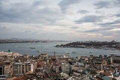 Sceniczny widok z chmurami nad Bosporus w Istanbuł, Turcja Zdjęcie Royalty Free