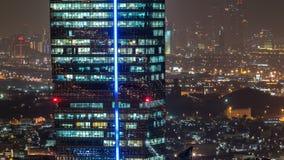 Sceniczny widok z lotu ptaka duży nowożytny miasto przy nocy timelapse Biznes zatoka, Dubaj, Zjednoczone Emiraty Arabskie zdjęcie wideo