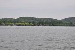 Sceniczny widoku teren sławny Zachodni jeziora wybrzeże od Hangzhou obraz stock