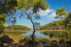 Sceniczny wizerunek jezioro na Agistri wyspie Fotografia Stock