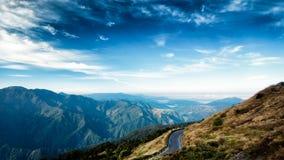 Scenisk bakgrund av bergskedjor i Taiwan royaltyfri fotografi