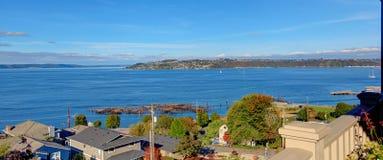 Scenisk fjärdsikt Puget Sound i Tacoma, WA Arkivbilder