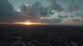 Scenisk flyg- sikt av solnedgången i Mauritius lager videofilmer