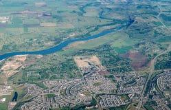 Scenisk flyg- sikt av staden av Calgary, Kanada Royaltyfri Foto