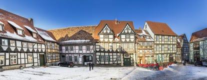 Scenisk gammal halva timrade hus i Quedlinburg Arkivfoton