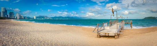 Scenisk härlig sikt av den Nha Trang stranden panorama fotografering för bildbyråer