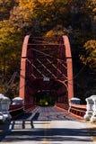 Scenisk höst/nedgångsikt av den historiska porthusbron - New York arkivfoto