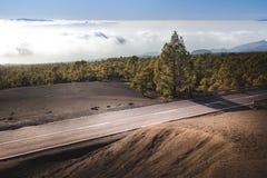 Scenisk huvudväg över lavaflöde Royaltyfria Bilder