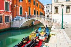 Scenisk kanal i Venedig, Italien royaltyfri fotografi