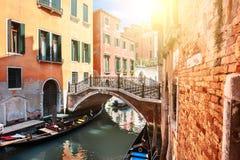 Scenisk kanal i Venedig, Italien royaltyfria bilder