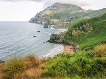 Scenisk kust- sikt nära Laredo, Cantabria, nordliga Spanien royaltyfria foton