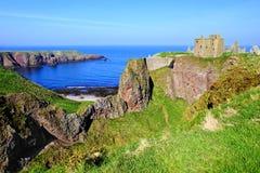 Scenisk kust- skotsk slott Arkivfoton