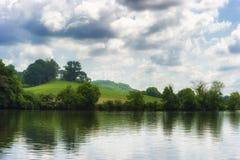 Scenisk landskapsikt längs Tennessee River Arkivbild