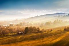 Scenisk natur och kullar på solnedgången royaltyfria bilder