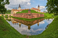 Scenisk Nesvizh slott i Vitryssland Royaltyfria Bilder